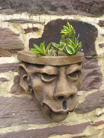 Big Tooth Gardengargoyle Wall Planter Dark