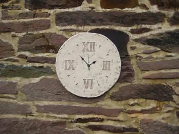 Roman Round Clock Pale