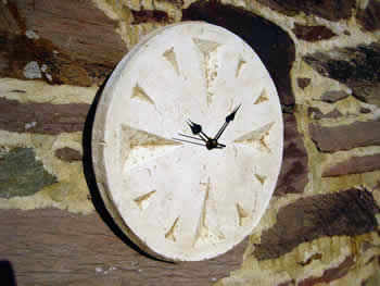 Round Clock Pale