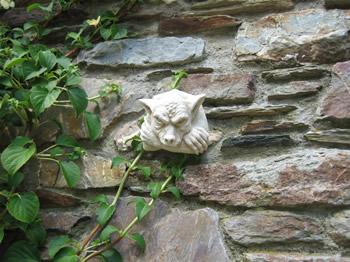 Hanging Goblin Pale