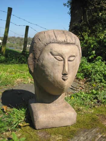 Modigliani Sculpture Garden Statue Dark