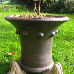 Knees Up Plantpot Feet Dark