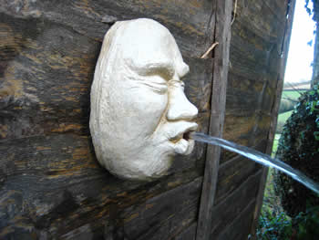 Face Garden Water Feature Pale
