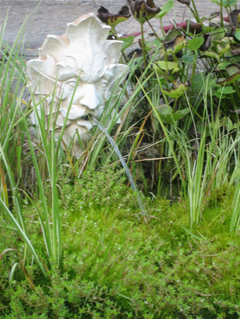 Oval Greenman Fountain Pale